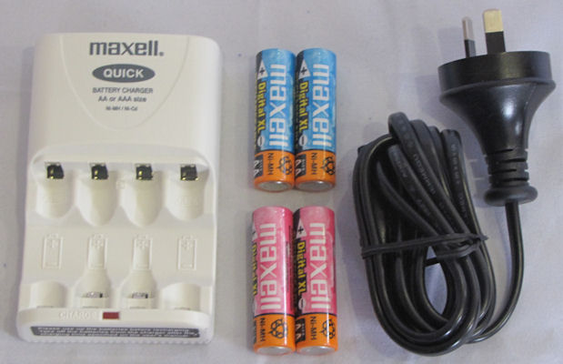 Universal Maxell Battery Charger Set